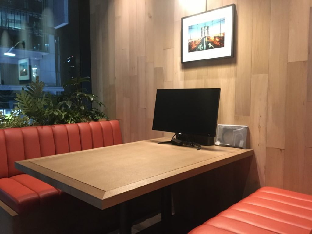 渋谷TSUTAYA シェアラウンジボックス席にはTVモニターも