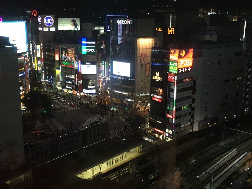 渋谷TSUTAYA シェアラウンジからスクランブル交差点が見える